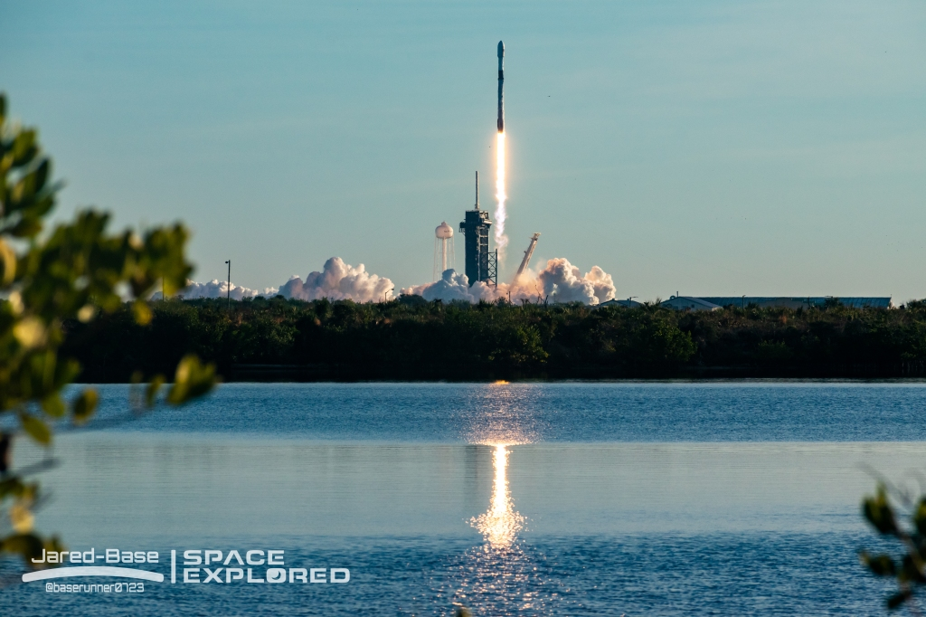 SpaceX Falcon 9 Starlink launch from LC-39a at Kennedy Space Center.
