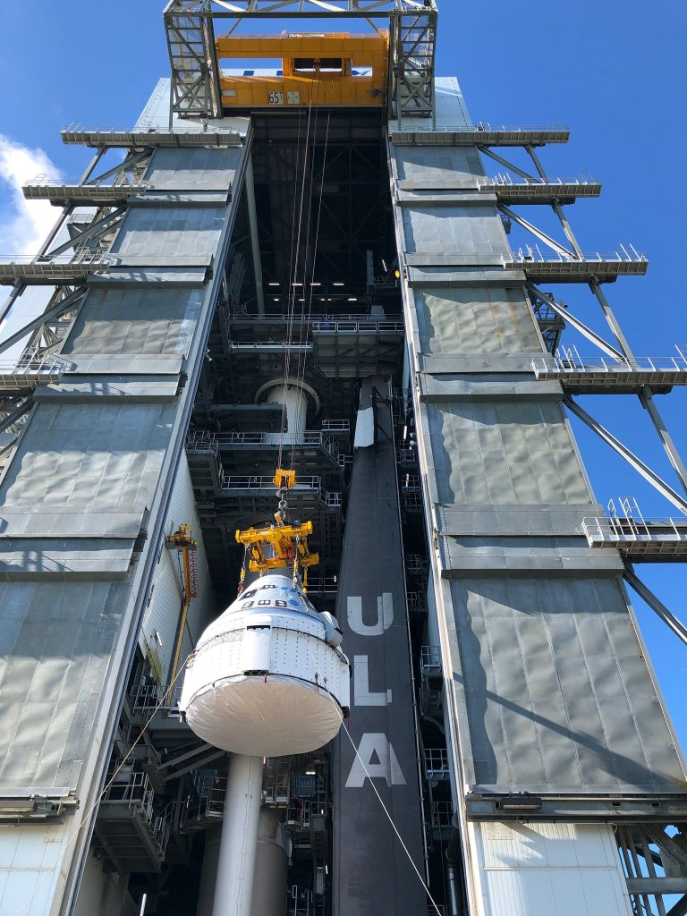 Starliner lifted at SLC-41 in preparation to be secured to the Atlas V rocket.