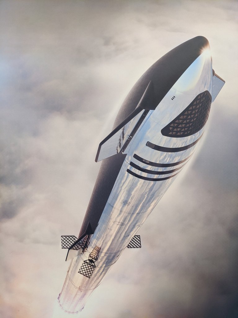 SpaceX's new render of Starship in flight with changes.